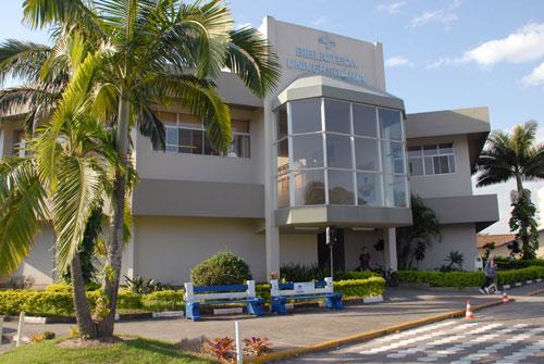 entrada da Biblioteca Universitária do Campus Tubarão da Unisul