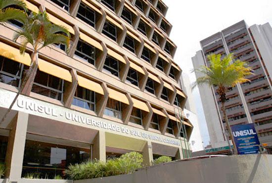 fotos da entrada da Unisul na rua Dib Mussi, no Centro de Florianópolis